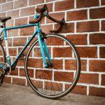 mlodzi rowerzysci